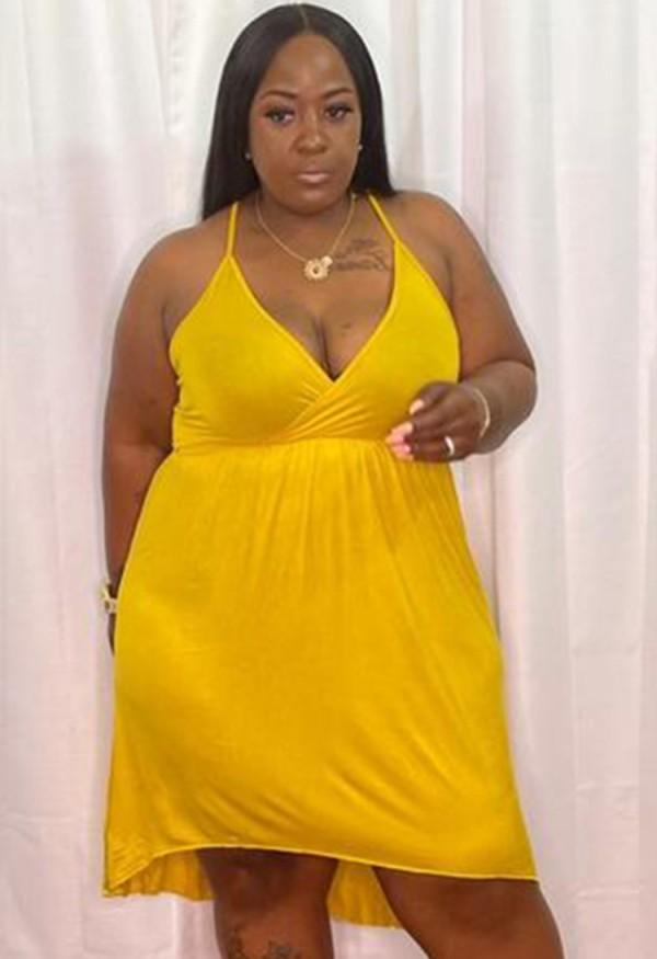 Vestido corto con cuello halter amarillo informal de talla grande de verano