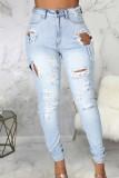 Jeans rasgados de cintura alta con lavado azul de verano