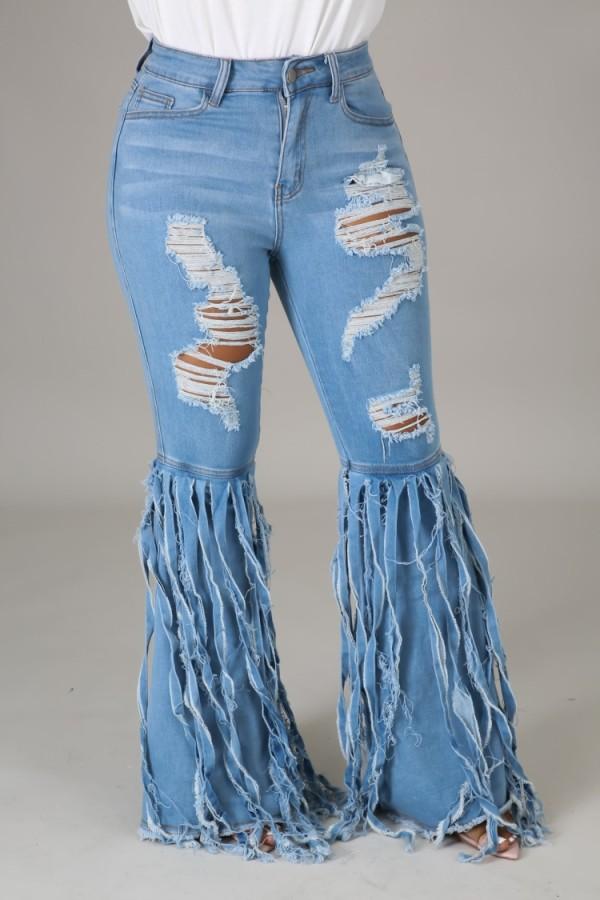 Jeans acampanados con flecos y cintura alta de verano azul