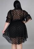 Vestido formal corto irregular de lunares negros de verano de talla grande