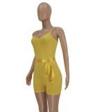 Mamelucos ajustados con tirantes acanalados amarillos casuales de verano con cinturón a juego