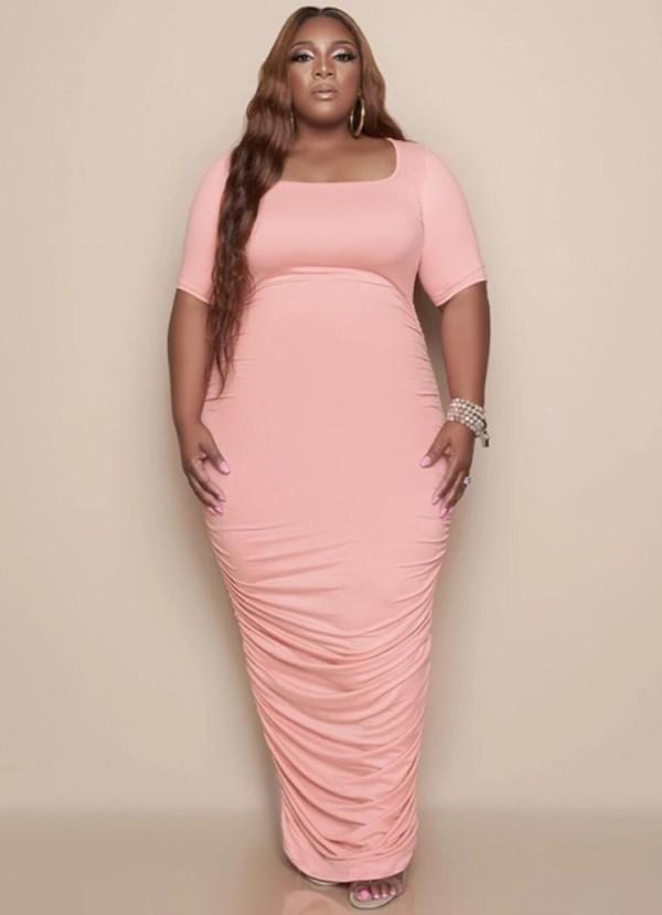 Vestido largo con pliegues rosa de talla grande de verano