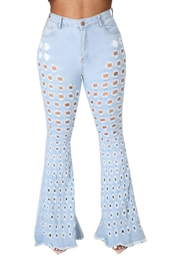 Jeans acampanados de cintura alta ahuecados en azul lavado de verano