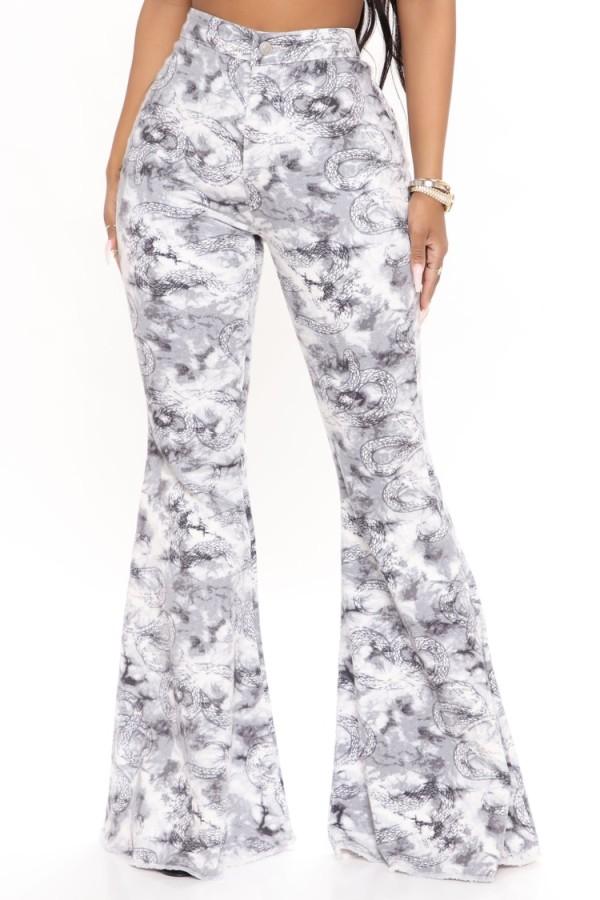 Jeans acampanados de cintura alta con estampado de serpiente de verano