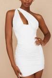Mini vestido blanco de fiesta de verano con un hombro