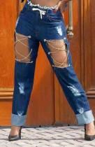 Sommerblaue gerade Jeans mit beschädigten zerrissenen Ketten und hoher Taille