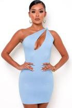 Mini vestido de fiesta de verano azul con un hombro