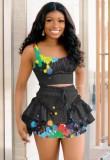 Fiesta de verano con tiras negras y top corto y minifalda, conjunto de 2 piezas