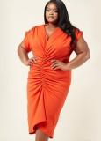 Vestido a media pierna con pliegues y cuello en V naranja formal de verano de talla grande