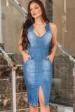 Vestido a media pierna de mezclilla con abertura sin mangas elegante azul informal de verano