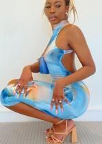Vestido midi azul con escote redondo y estampado de fiesta de verano