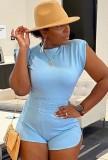 Conjunto de camisa y pantalones cortos azul casual de verano
