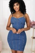 Vestido de mezclilla ajustado con correa de rayas azules casuales de verano