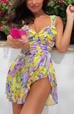 Vestido de verano corto con hendidura y correa ancha floral elegante