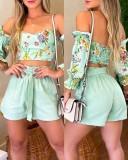 Conjunto de top corto sin tirantes verde floral de verano y pantalones cortos de cintura alta