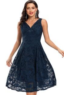Robe de demoiselle d'honneur sans manches en dentelle bleue pour mariage d'été