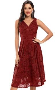 Robe de demoiselle d'honneur sans manches en dentelle rouge pour mariage d'été
