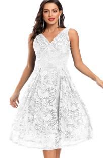 Robe de demoiselle d'honneur sans manches en dentelle blanche pour mariage d'été