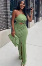 Sommerfest Grünes Neckholder-langes Kleid mit Ausschnitt vorne und Schlitz
