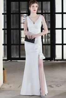 Robe de soirée à encolure en V et chaînes blanches formelles d'été