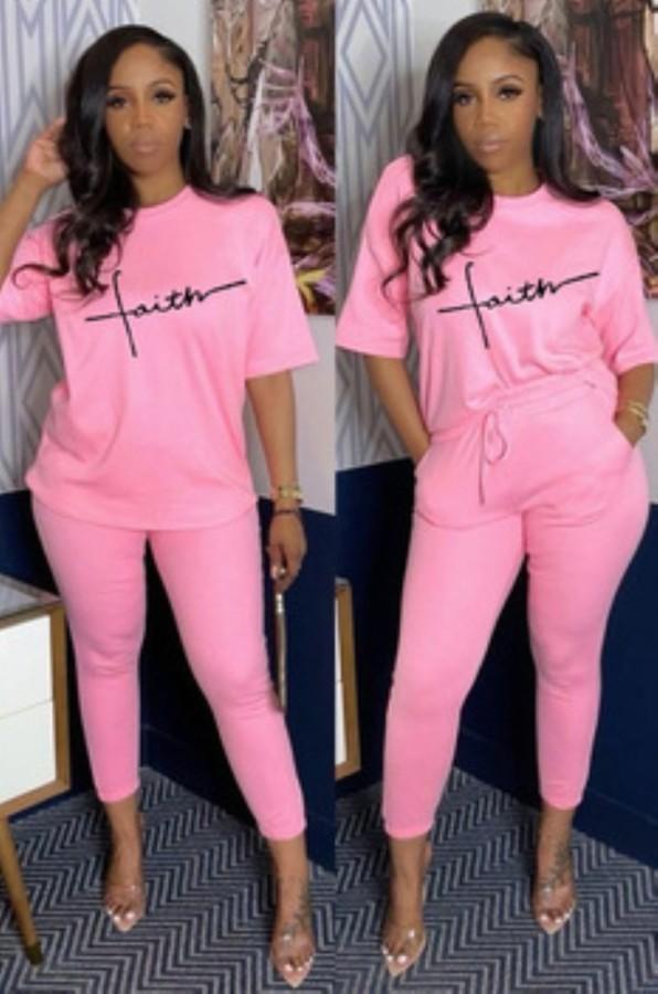 Set camicia rosa con stampa casual estiva e pantaloni abbinati
