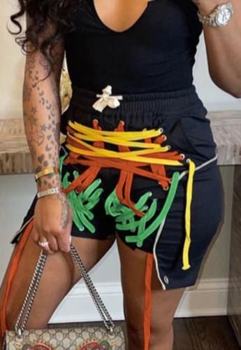 Pantalones cortos irregulares con cordón negro de cuerdas de colores de verano