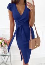 Vestido a media pierna con abertura cruzada azul elegante de verano con cinturón