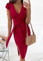 Vestido a media pierna con abertura en rojo y elegante de verano con cinturón