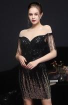 Vestido de festa curto formal de lantejoulas pretas com franja