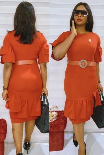 Летнее профессиональное оранжевое офисное платье с поясом