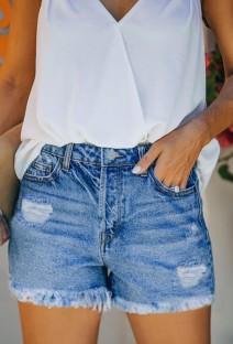 Sommerblaue Jeansshorts mit Quasten