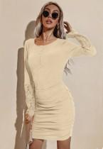 Mini vestido acanalado con cuello redondo y mangas de parche de encaje beige casual de otoño