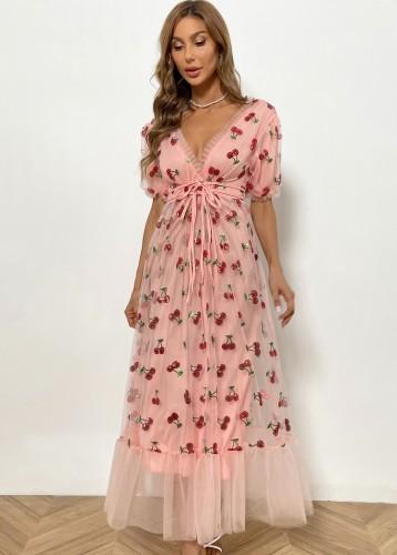 Vestido longo rosa verão com decote em V profundo com listras na cintura e lantejoulas cereja