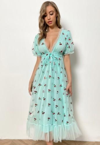 Vestido longo de verão com decote em V aqua profundo e riscas na cintura com lantejoulas cereja
