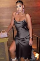 Vestido a media pierna de satén con abertura lateral y tirantes negros sexy de verano