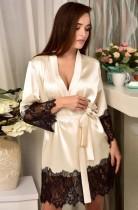 Sexy weißes Nachthemd aus Satin und Spitze mit Flicken