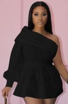 Yaz Seksi siyah bir uzun kollu Eğik yaka kapalı omuz mini elbise