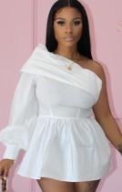 Yaz Seksi beyaz bir uzun kollu Eğik yaka kapalı omuz mini elbise