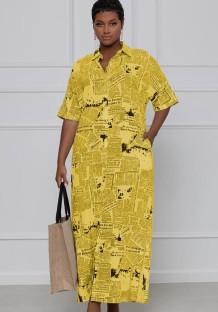 Vestido largo suelto de manga corta con estampado de periódico amarillo informal de verano