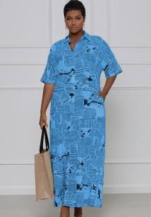 Vestido largo suelto de manga corta con estampado de periódico azul informal de verano