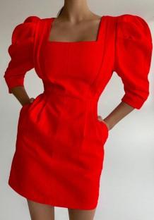 Mini abito estivo elegante con maniche a sbuffo quadrato rosso