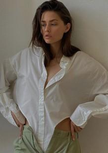 Осенняя белая свободная блузка с длинными рукавами неправильной формы