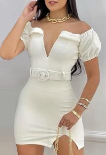 Mini abito estivo con spacco bianco con spalle scoperte e cintura