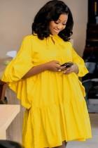 Herbst beiläufiges gelbes Flare kurzes Kleid mit weiten Ärmeln