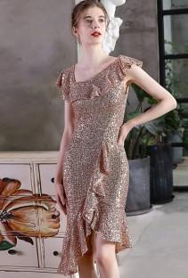 Летнее коктейльное платье с золотыми пайетками и пайетками