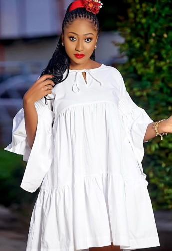Осеннее повседневное белое расклешенное короткое платье с широкими рукавами