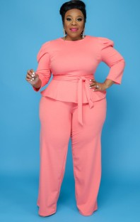 Herbst-Set mit formellem rosa Schößchen-Top und Hose in Übergröße