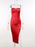 Abito da sera lungo con cinturino irregolare in raso rosso elegante estivo