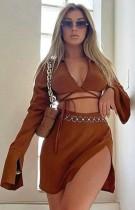 Set di minigonna con spacco e top corto con scollo a V sexy marrone autunno