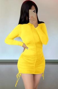 Осеннее повседневное желтое мини-платье с рюшами и завязками